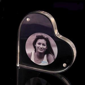 China Heart Shape Acrylic Magnetic Photo Frames 3R 4R 5R Customized wholesale