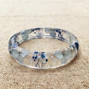 China Elegant Mixed Dry Flower Resin Bangle Bracelet Beautiful Epoxy Resin Jewelry wholesale