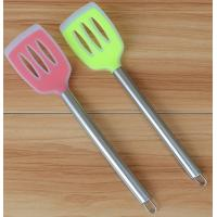 China stainless steel food grade silicone kitchen scoop silicone spoon colanders wholesale