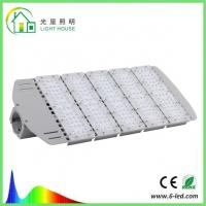 China Energy Saving Solar LED Street Light IP66 200W For Highway , 5 Years Warranty wholesale
