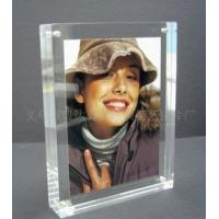 Quality Eco-friendly Durable Acrylic Photo Frames Clear 10mm / 15mm / 18mm With Magnet for sale