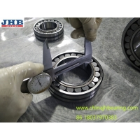 China Spherical Roller Bearings 22215EKW33 75*130*31MM tapered bore with steel cage in stock wholesale