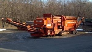 China Track Mounted Trommel Soil Screener used for sale